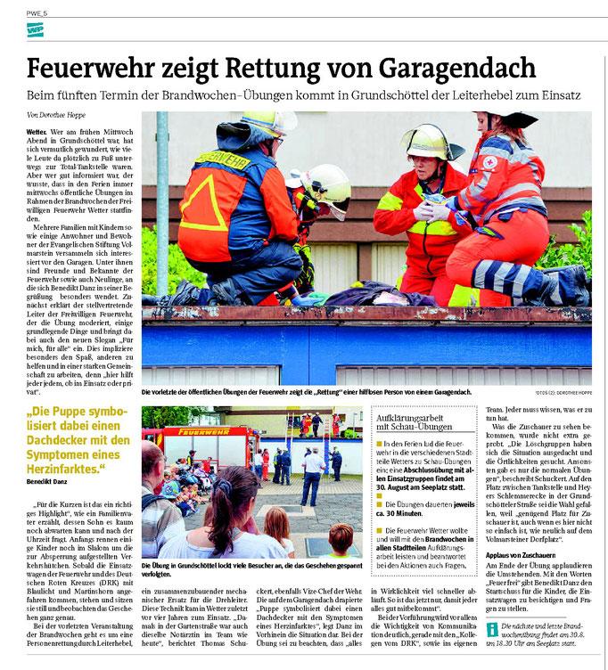"""WP: """"Feuerwehr zeigt Rettung von Garagendach"""" vom 25. August 2017; über eine Aktion der Brandwochen; von Dorothee Hoppe"""