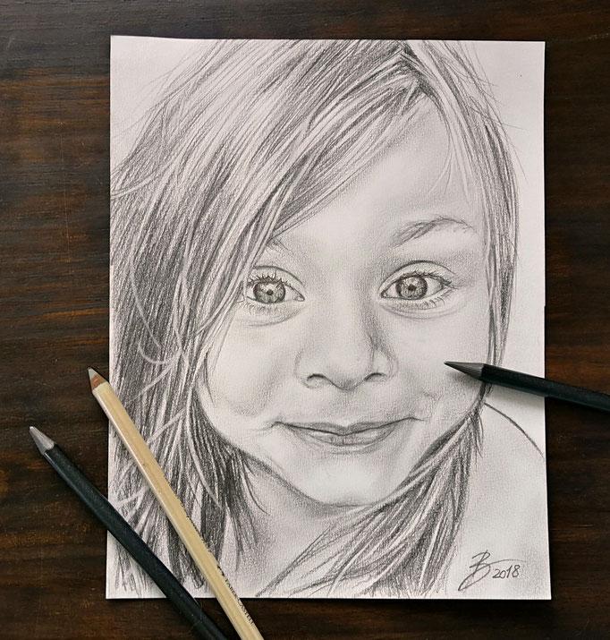 """Portrait """"Nora"""" - DIN A4 - Graphitstift auf Papier"""