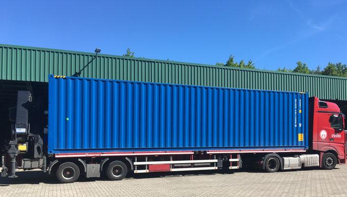 Container LKW mit Ladekran