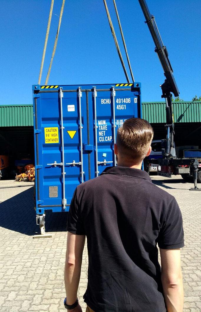 Container HC Heck beim Abladen
