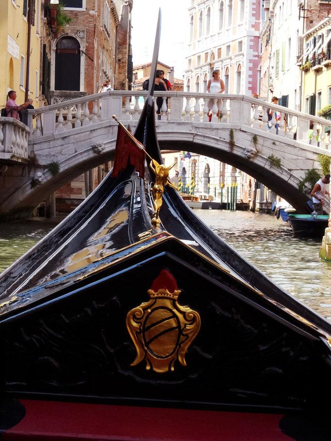 Proue de gondole sur canal