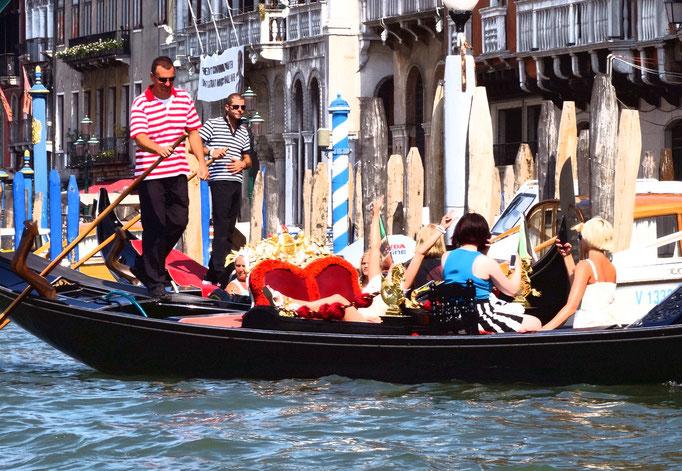 Gondole sur canal, Venise, Italie