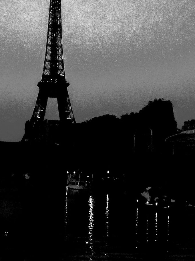 La Tour Eiffel sur le Seine, Paris by night