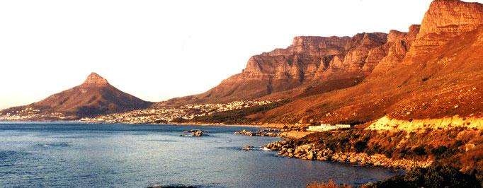 Montagnes, roches rouges, Afrique du Sud