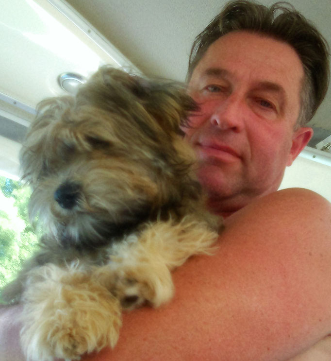 ... kuscheln mit meinen Hunde-Opa Martin ... 5,5M