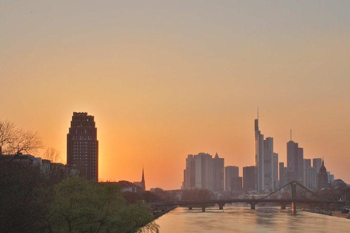 Frankfurt Skyline im Abendrot eingesandt von Berthold Beutel / Frankfurt am Main