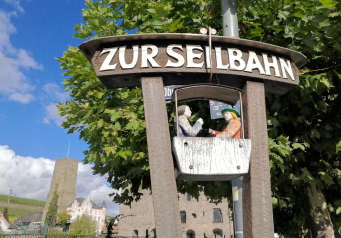 Zur Seilbahn Hinweis in Rüdesheim am Rhein eingesandt von Heiner Beitz / Frankfurt am Main
