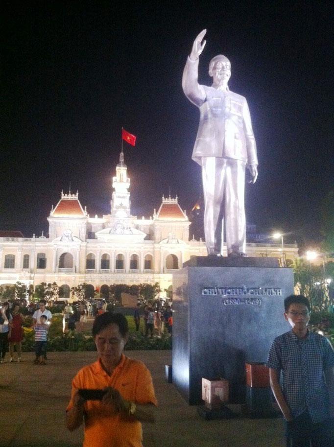 Statue von Ho Chi Minh an der Flaniermeile in Ho-Chi-Minh-Stadt