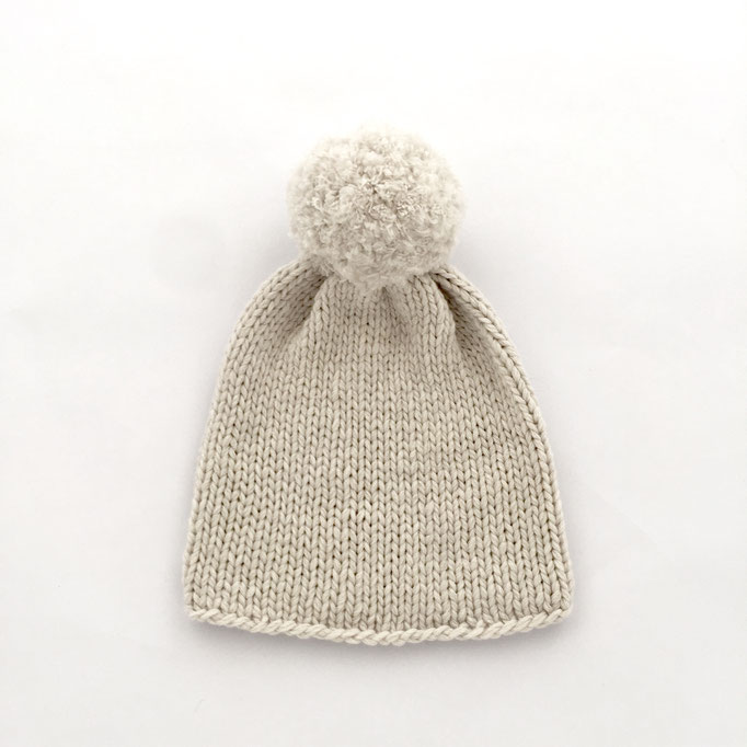 hand knitted Beanie with PomPom   - 70 % Extra Fine Lamb´s Wool / 30 % Cashmere - handgestrickte Mütze