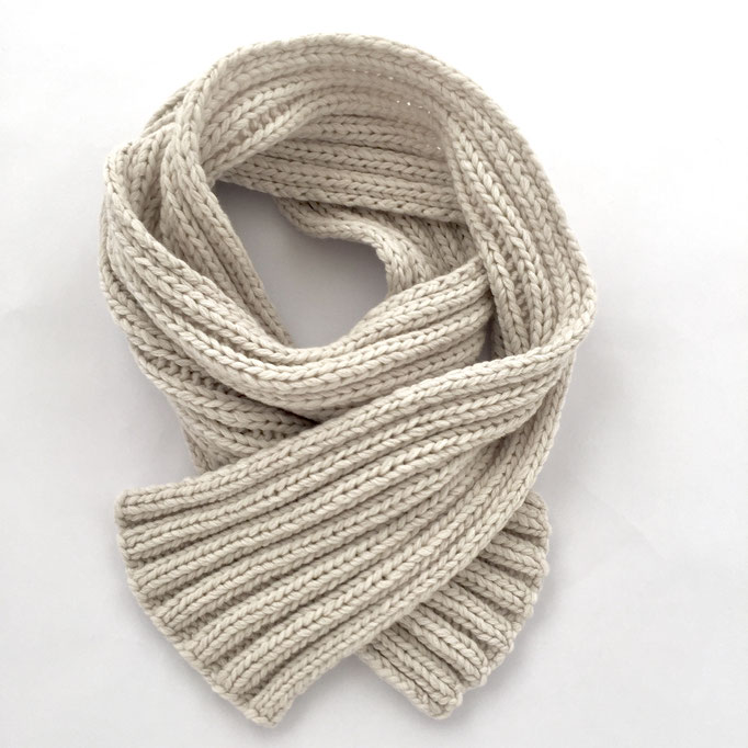 hand knitted ribbed scarf  - 70 % Extra Fine Lamb´s Wool / 30 % Cashmere - handgestrickter Rippstrick-Schal