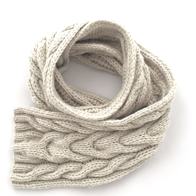 hand knitted cable scarf  - 70 % Extra Fine Lamb´s Wool / 30 % Cashmere - handgestrickter Schal mit Zopfmuster
