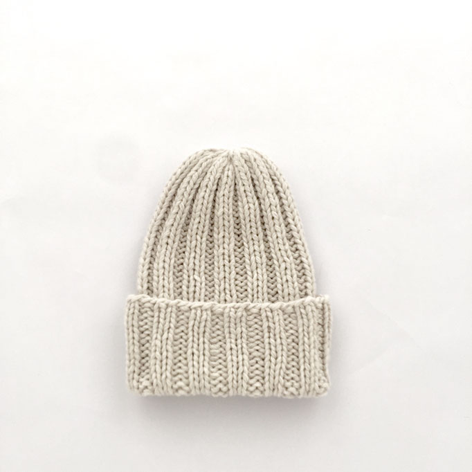 hand knitted ribbed Beanie  - 70 % Extra Fine Lamb´s Wool / 30 % Cashmere - handgestrickte Mütze