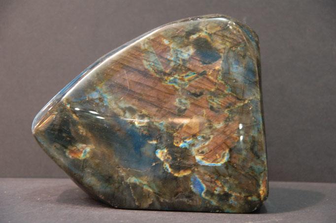 Labradorite (spectrolite) - Madagascar