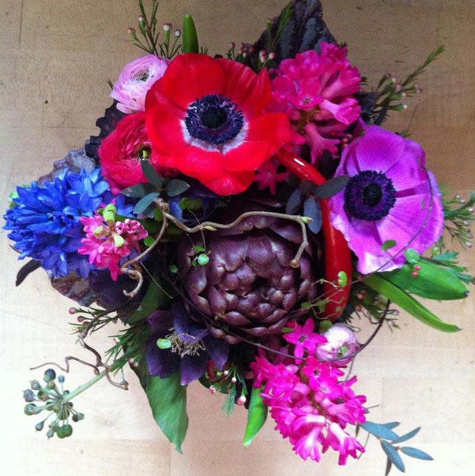 Blumenstrauss mit Artischocke