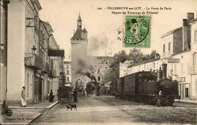 Villeneuve-sur-Lot - La porte de Paris. Départ du tramway de Villeréal.
