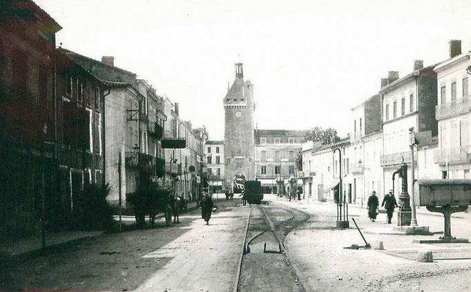 Villeneuve-sur-Lot - Le tramway de Villeréal porte de Paris.