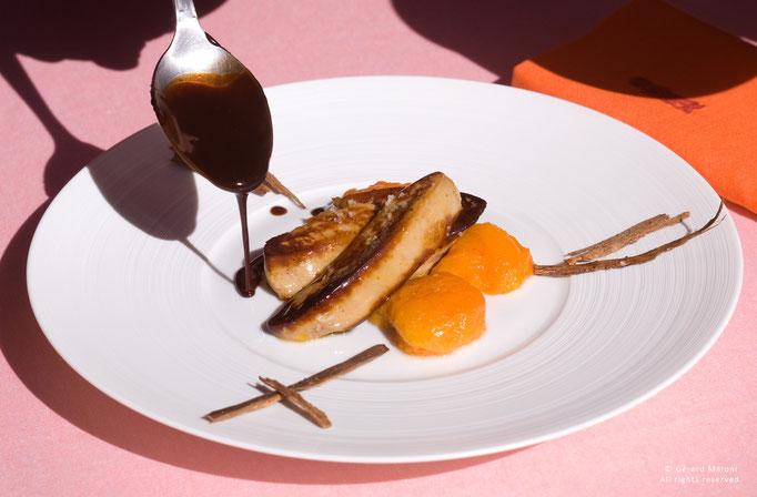 Foie gras de canard, abricot bergeron, réduction de jus de vin