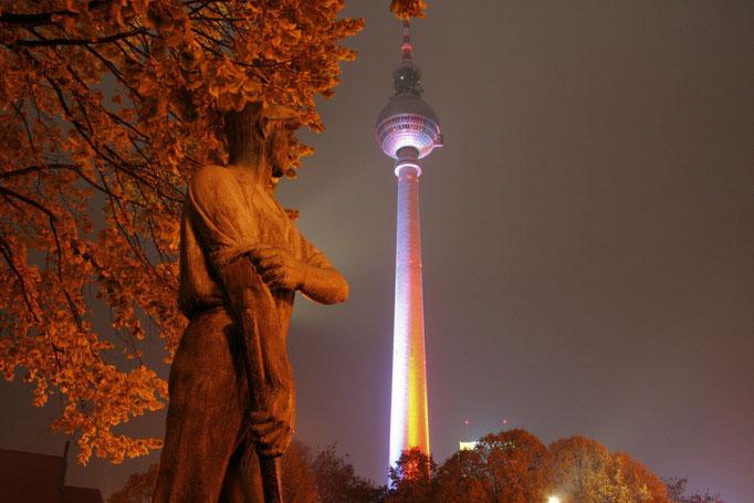 Slynna wieza na Alexanderplatz - tzw. Alex