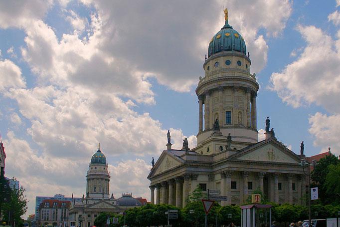 Katedra Francuska, a w tle widoczna blizniacza Katedra Niemiecka