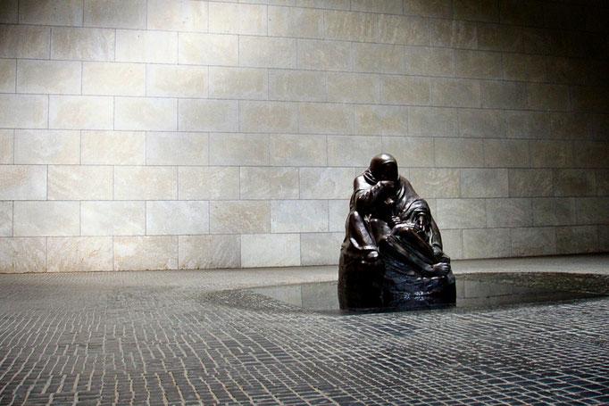 Neue Wache - pomnik ofiarom wojen