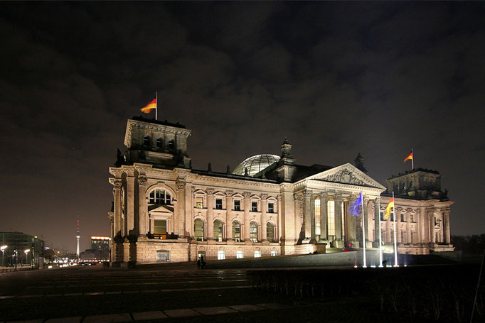 Budynek Reichstagu ze swoja kopula