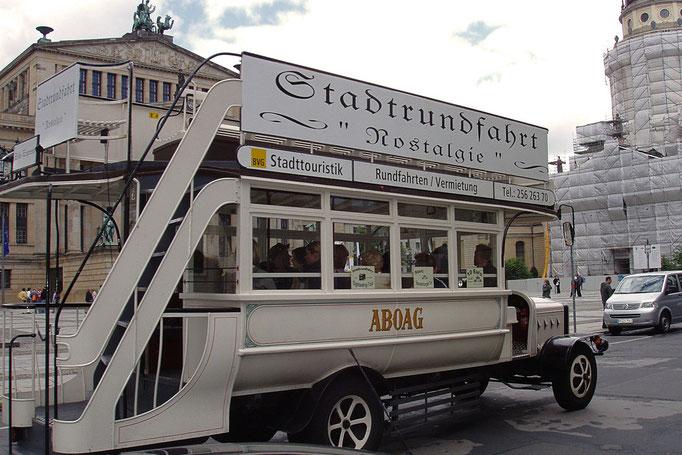 jeden z berlinskich autokarow turystycznych