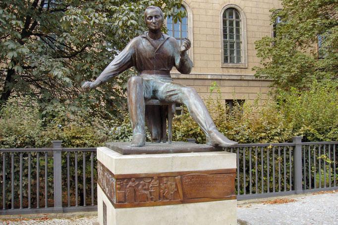 Pomnik studenta przed Uniwersytetem Humboldta