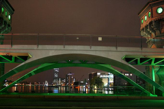 "Slynny Most Oberbaum - na ""drugim pietrze"" kursuje kolej miejska S-Bahn"