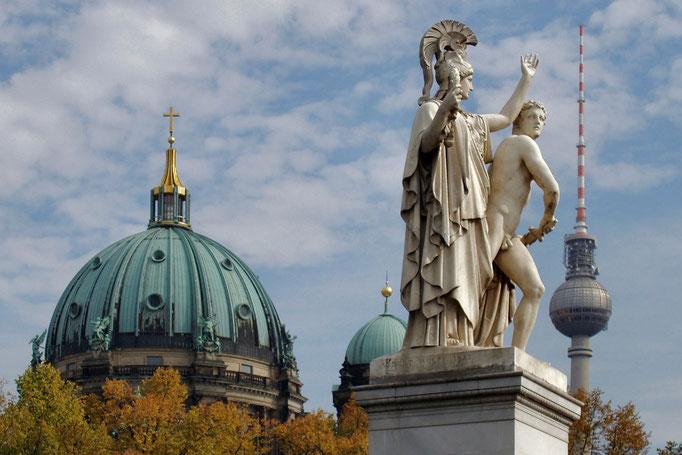 Widok na Katedre Berlinska - Berliner Dom od strony Lustgarten