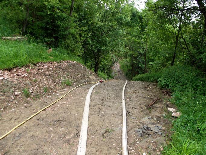 Der Weg entlang des Höhenberges ist an zwei Stellen bis 15 Meter abgerutscht.