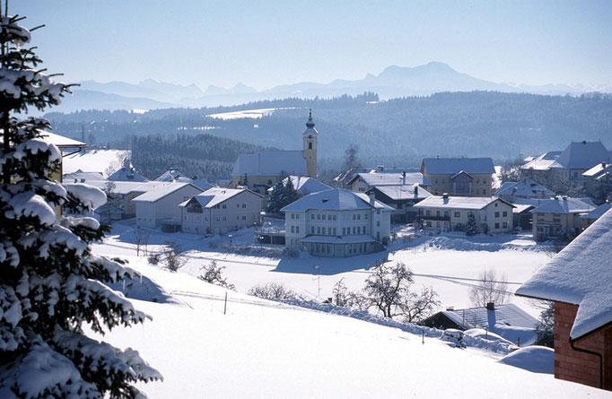 "Winter in <b><a href=""http://www.neukirchenandervoeckla.at"">Neukirchen an der Vöckla</a></b>"