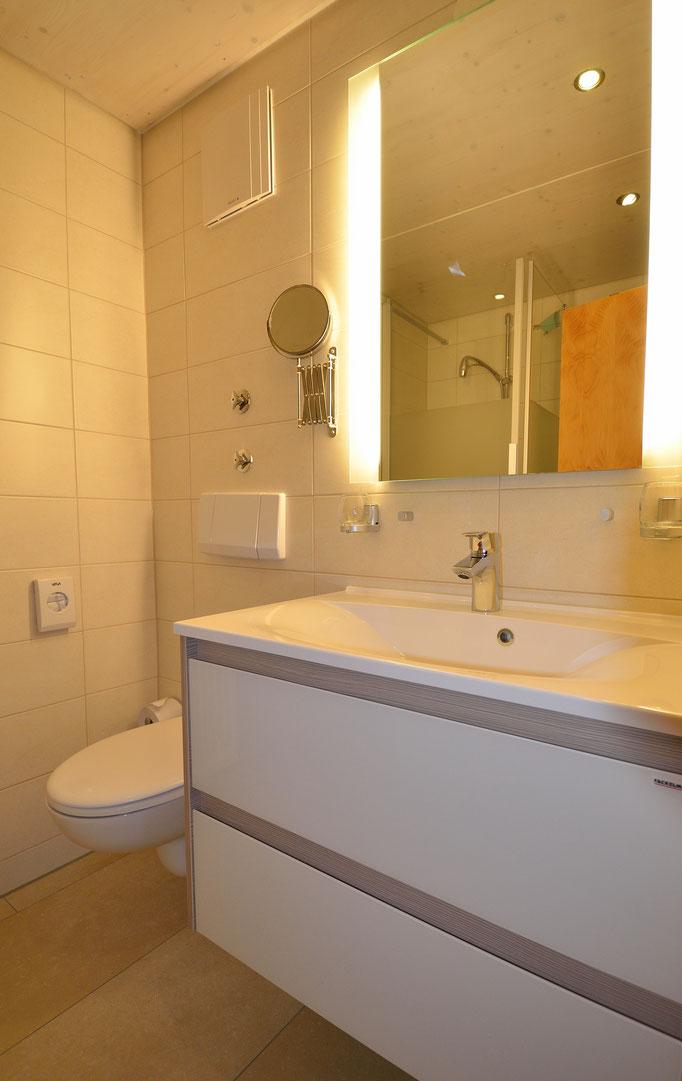 Moderner,bodenebener Duschbereich