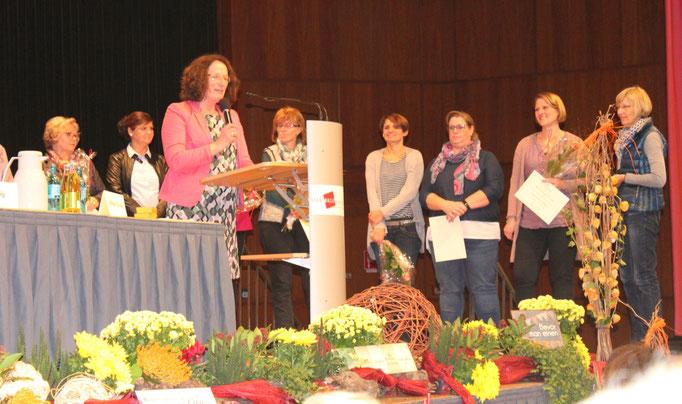 Ehrung durch Präsidentin des Landesverbandes Hildegard Schuster