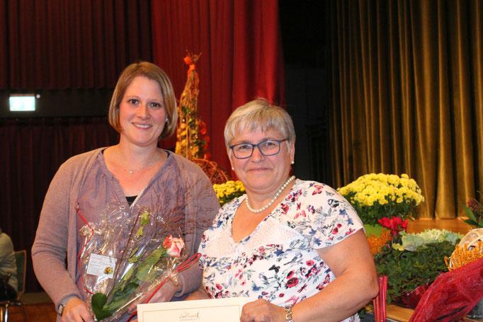 Gratulation von Bezirksvorsitzenden Weilburg, Gabriele Fluck
