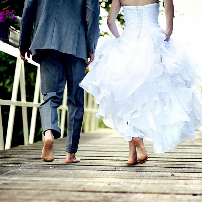 Hochzeitspaar-barfuß-Steeg-Foto Shutterstock