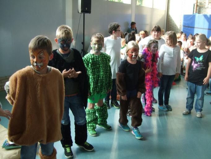 """A4: Theaterstück zum Buch """"Der Löwe, der nicht schreiben konnte"""" von Martin Baltscheit"""