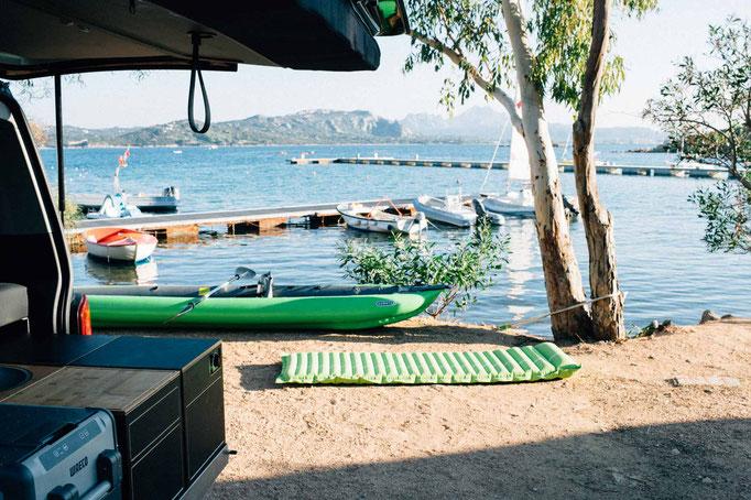 Stellplätze direkt am Wasser sind sicherlich nur zur Vor- und Nachsaison möglich
