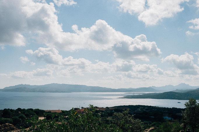 Aussicht von Capo d'Orso in Richtung Campinganlage Isuledda Camping Village