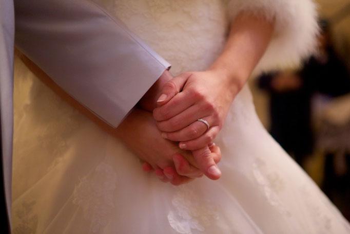 Coiffure et maquillage mariée et beauté des mains. Mise en beauté de la mariée, beauté événementielle L'Instant Beauté de Noé
