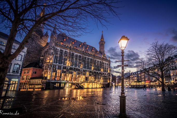 Rathaus mit Laterne