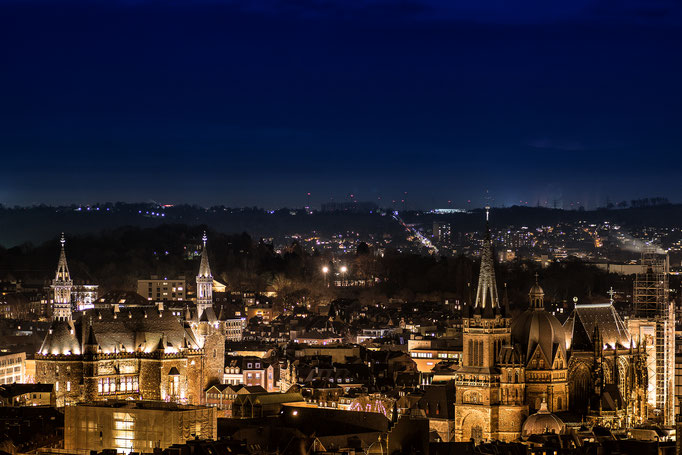 Aachen. Dom und Rathaus