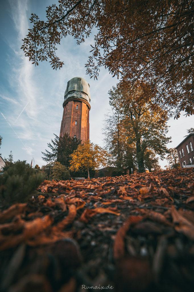 W117 - Bardenberg Wasserturm im Herbst