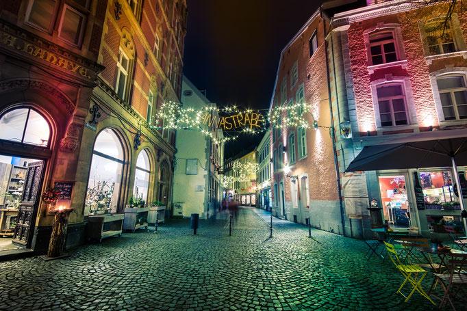 Annastraße mit Weihnachtsbeleuchtung