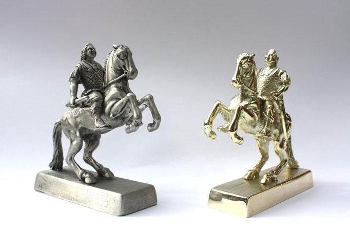 Der Goldene Reiter - links Modell aus Zinn - rechts Abguss aus 585er Gold