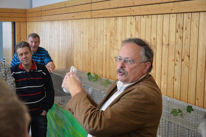 Jürgen Weichold referiert über die Zucht Thüringer Farbentauben