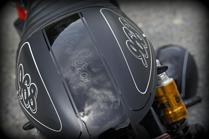 Triumph Bonneville / Thruxton Cafe Racer