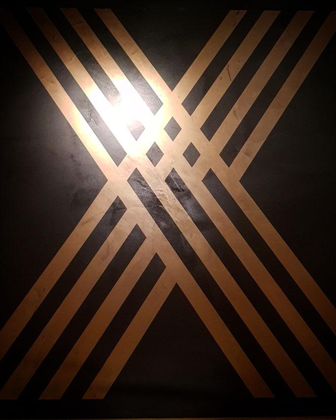 betonvloer met gouden logo