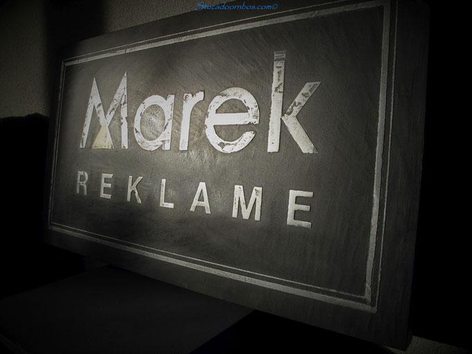 Beal mortex reclame bord met metal stuc logo