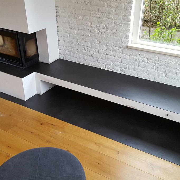 Plateau,vloer en kast planken afgewerkt met beal mortex