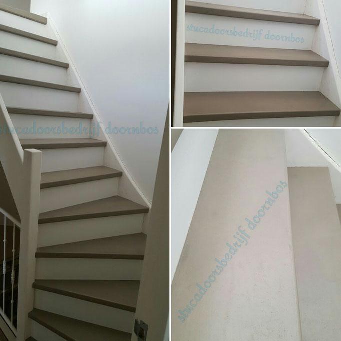 trap afgewerkt met betoncire kleur koffie